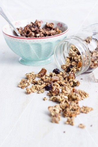 Homemade healthy granola with dates and pumpkin seeds (sugar-free, vegan)