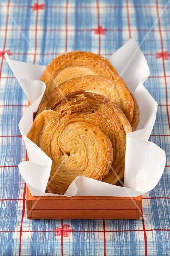 Palmiers on paper in a wooden box