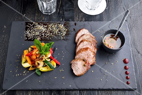 Simple Steak with Roasted Vegetables