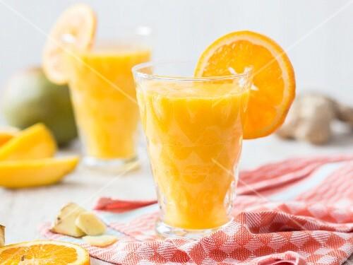 detox smoothie mit orange mango und ingwer bild kaufen. Black Bedroom Furniture Sets. Home Design Ideas
