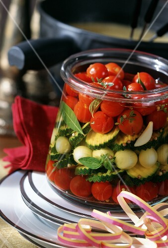 mixed pickles mit tomaten zwiebeln amp zucchini. Black Bedroom Furniture Sets. Home Design Ideas