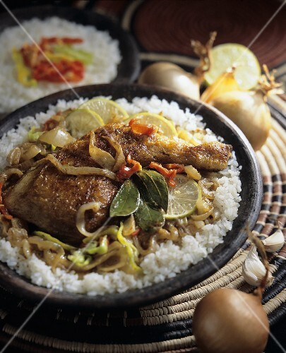 Yassa Poulet: chicken stew with limes on rice (Africa)