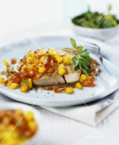 Barbecued tuna with tomato and mango salsa