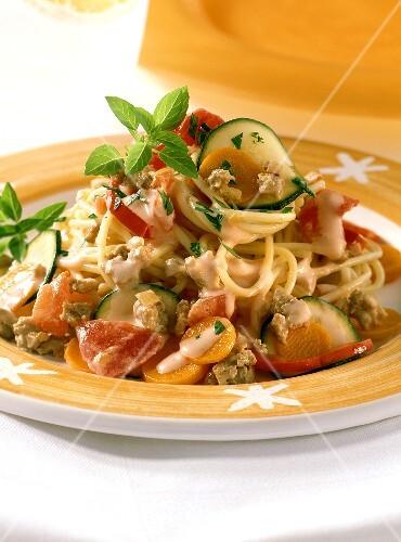 spaghetti alla ragusana nudeln mit gem se hackfleisch sauce bild kaufen 181416 stockfood. Black Bedroom Furniture Sets. Home Design Ideas