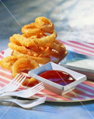 Deep-fried onion rings with ketchup, USA