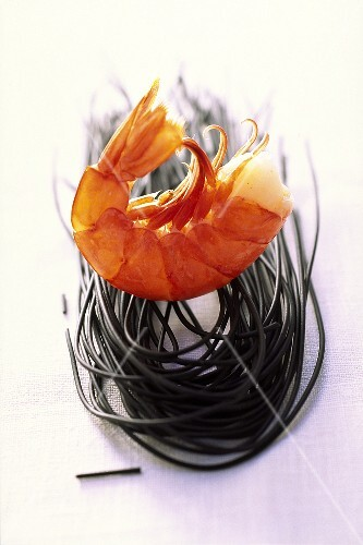 Shrimps with black pasta
