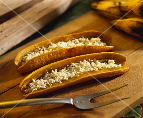 Platanos con queso (plantains with grated cheese, Venezuela)