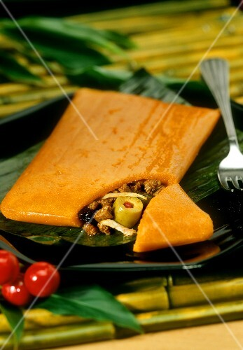 Hallaca navidena (stuffed banana leaves, Venezuela, 1)