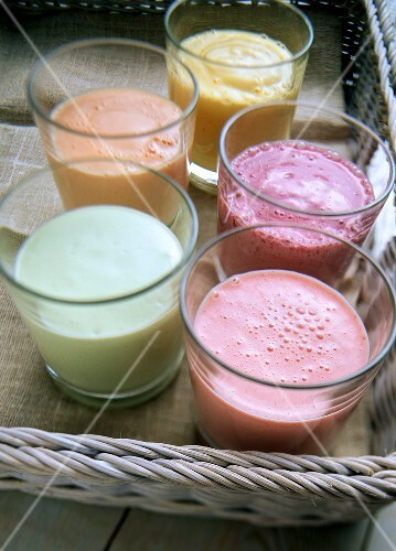 Avocado-, strawberry-, papaya-, berry- and mango lassi