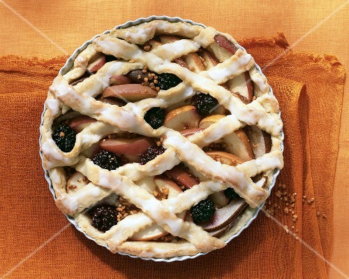 Apple, pear and blackberry pie