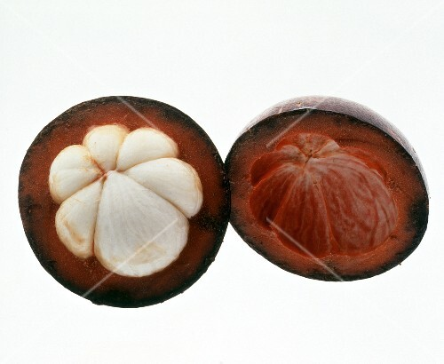 Halved mangosteen (1)