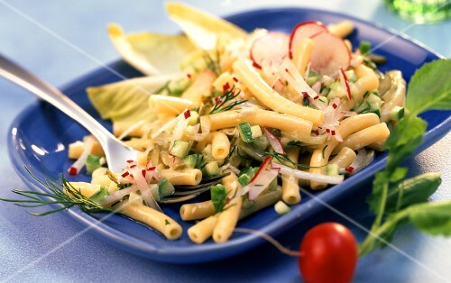 Pasta salad with cucumber, horseradish and radishes