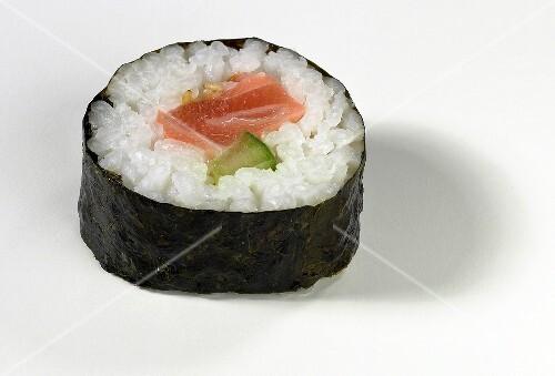 maki sushi mit lachs und gurke bild kaufen 243152 stockfood. Black Bedroom Furniture Sets. Home Design Ideas