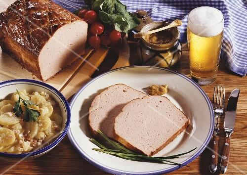leberk se mit kartoffelsalat senf und bier bild kaufen 258330 stockfood. Black Bedroom Furniture Sets. Home Design Ideas