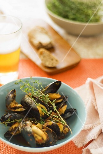 Mussels in tomato sauce with thyme