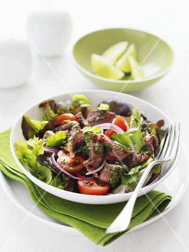 Beef salad with tomatoes and fresh coriander (Thailand)