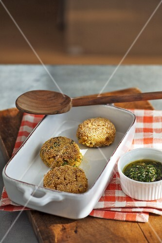 Risotto patties with parsley pesto