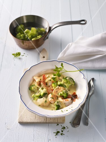 Salmon and prawn stew with broccoli