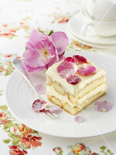 Rose tiramisu