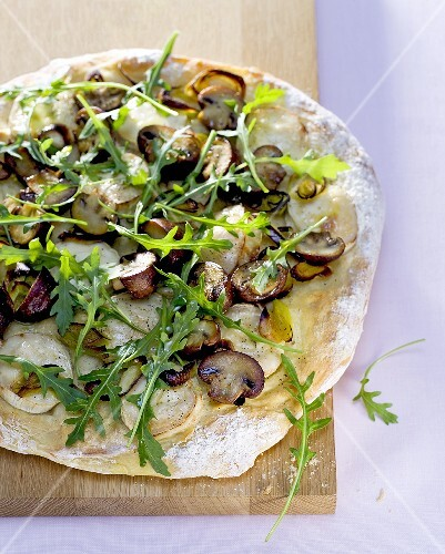 Mushroom flatbread with rocket