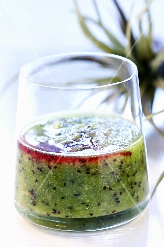 Kiwi fruit drink with redcurrant juice