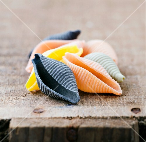 Coloured conchiglie on a wooden crate
