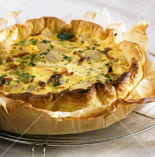 Scorzonera and cauliflower in puff pastry tart