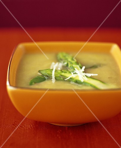 Asparagus soup with green asparagus and Parmesan