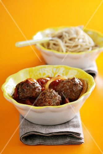 Meat balls with tomato sauce and spaghetti