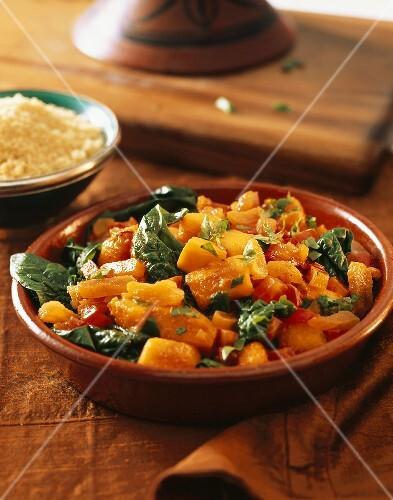 tomaten spinat salat mit karotten bild kaufen 336280 stockfood. Black Bedroom Furniture Sets. Home Design Ideas