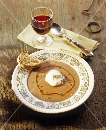 Chestnut soup with cream and red wine
