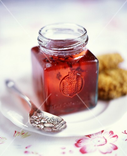 Redcurrant jelly with lavender flowers