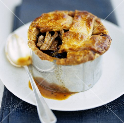 Steak and onion pie with gravy