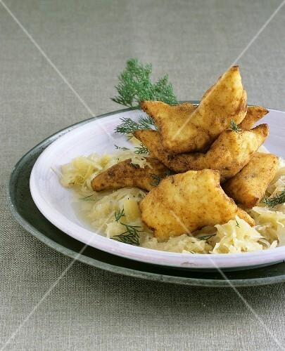 kartoffel friggele mit sauerkraut bild kaufen 352634 stockfood. Black Bedroom Furniture Sets. Home Design Ideas