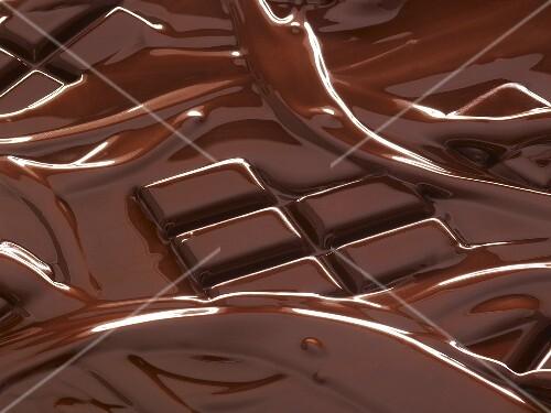Melting chocolate bar – buy images – StockFood