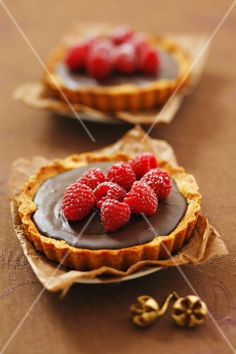 Chocolate tarts with raspberries