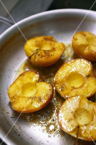 Яблочные дольки в кляре рецепт с фото