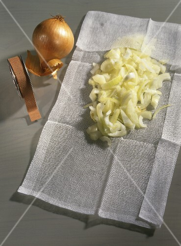 Making onion compress (for colds and earache)