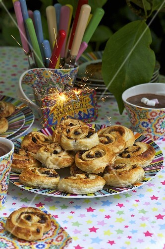 Chelsea buns and cocoa with marshmallows (Bonfire Night, England)