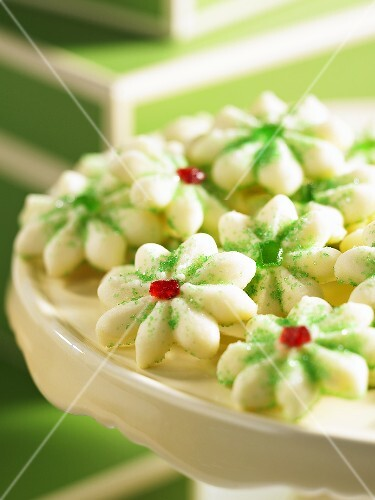 Shortbread flowers with green sugar