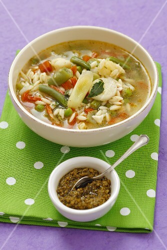 Minestrone al pesto (vegetable soup with pasta and pesto, Italy)