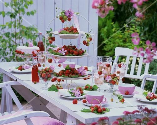 gedeckter kaffeetisch mit erdbeeren und malven im freien bild kaufen 377466 stockfood. Black Bedroom Furniture Sets. Home Design Ideas