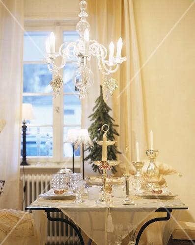 festlich gedeckter tisch zu weihnachten bild kaufen. Black Bedroom Furniture Sets. Home Design Ideas