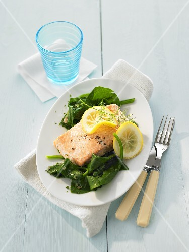 Salmon fillet with spinach and herbs