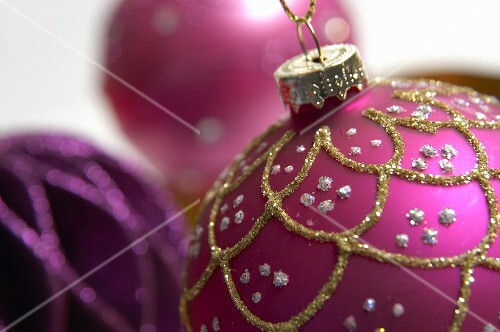 Purple and pink Christmas baubles (close-up)