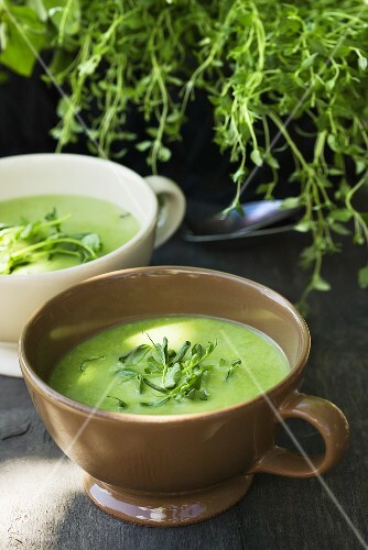 Pea soup with herbs in two soup cups