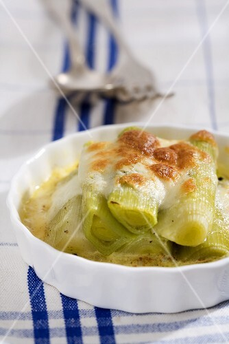 Leek gratin with cheese