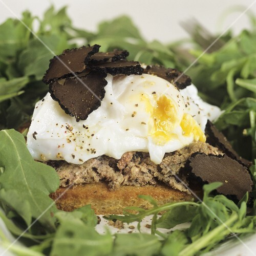 Crostini with pork pâté, poached egg and truffle