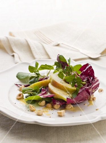 Radicchio, pear and watercress salad with hazelnut dressing