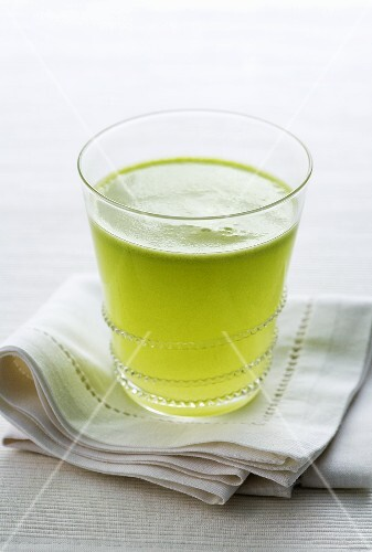A glass of freshly pressed green apple juice